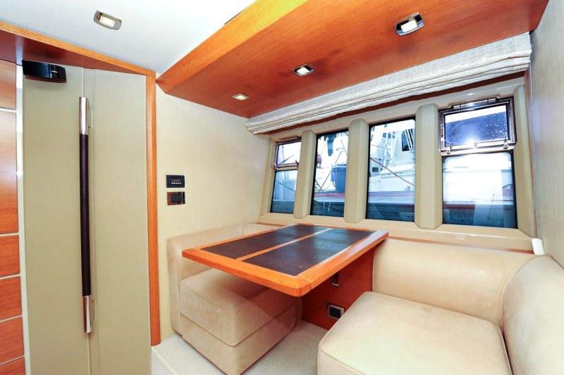 master settee 70 florida luxury yacht charter