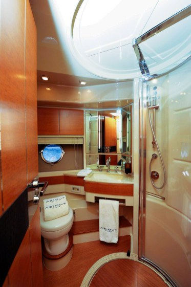 vip bath 70 florida luxury yacht charter