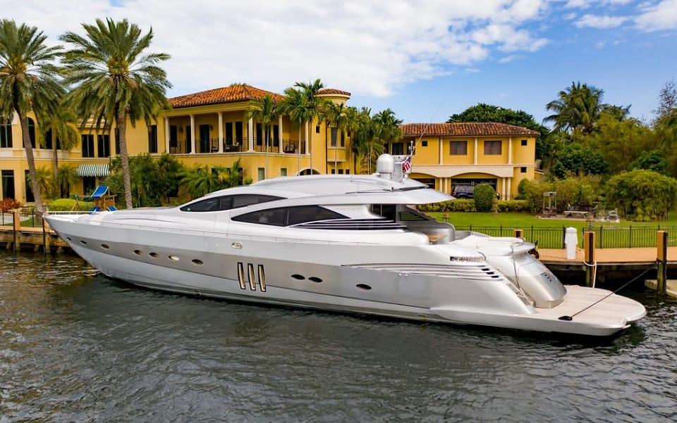 94' Pershing south florida yacht charter